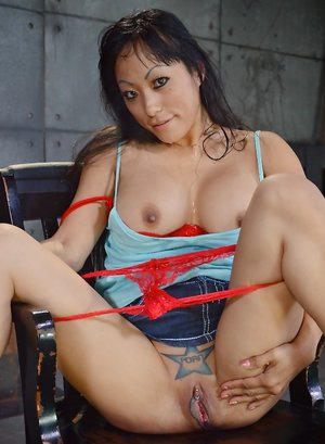 Asian MILF Pussy Pics