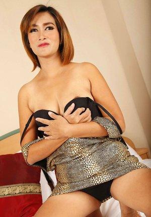 Asian Undressing XXX Pics